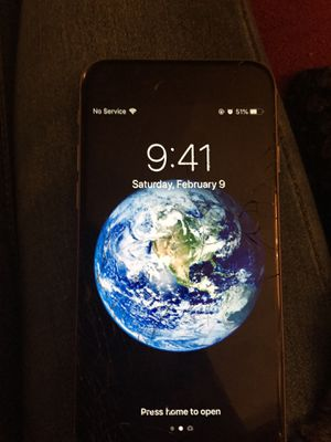 iPhone 6 works really good no problems to it only cracked for Sale in Jacksonville, FL