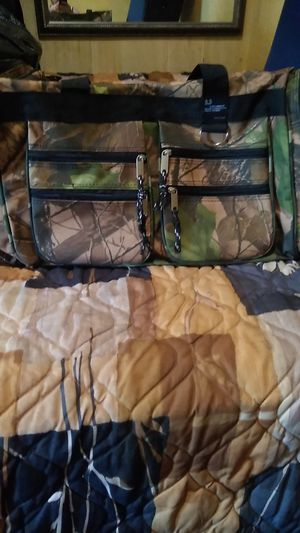Camo duffle bag like new! for Sale in Saint Petersburg, FL