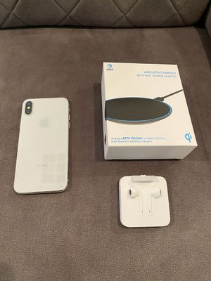 White iPhone X 64GB, AT&T unlocked, brand new fast wireless charging pad, brand new Apple wired headphones (excellent condition) for Sale in San Diego, CA