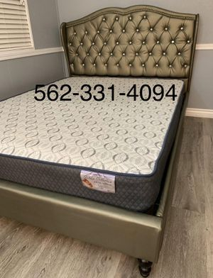 Queen silver tufted bed w. Supreme orthopedic mattress included for Sale in Fresno, CA