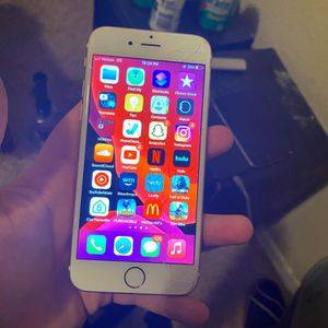 I Phone 6s Cracked Screen for Sale in Oklahoma City, OK
