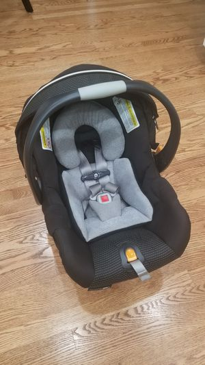 Chicco Keyfit 30 car seat with infant insert for Sale in Bellevue, WA