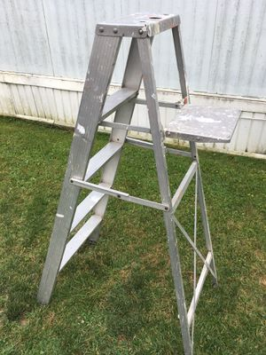 5 ft aluminum ladder for Sale in Columbus, OH