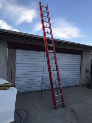 Werner fiberglass 32' extension ladder 300 lbs rated escalera 32 pies foot feet good condition $$240 in Ontario 91762 for Sale in Chino, CA