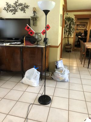Standing Floor Lamp for Sale in Miami, FL