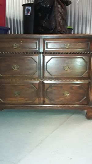 Antique 4 drawer dresser and 6 drawer dresser with mirror for Sale in Owings Mills, MD