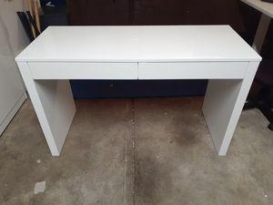 Runway desk WOYBR Stainless Steel, Pu, Foam Fuji Chairs and mountable shelves for Sale in Cincinnati, OH