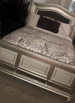 Queen bed and mattress ONLY for Sale in Federal Way, WA