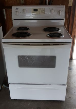Electric Stove. Clean inside and out for Sale in Everett, WA