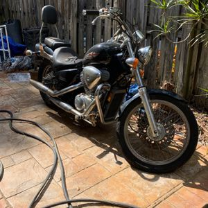 2003 Honda Shadow 600 N0T RUNNING But can be fixed. for Sale in Pompano Beach, FL