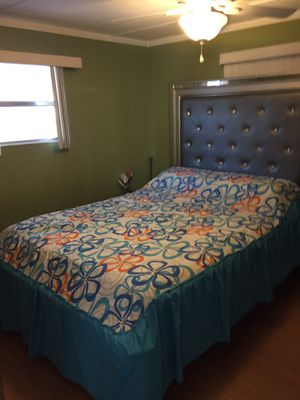 Móvil home renovated and good furniture for sale for Sale in Greenacres, FL