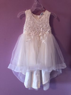 Brand new - with tags - flower girl dresses - size 4 and size 6 for Sale in Addison, IL