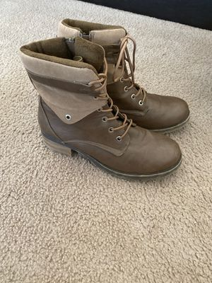 Brown women's boots size 9 for Sale in Fort Leonard Wood, MO