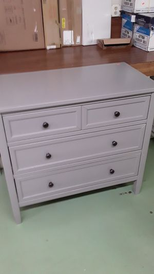 4 drawer dresser for Sale in Port Richey, FL