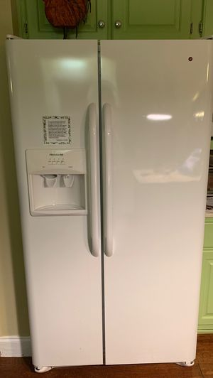 Frigidaire refrigerator for Sale in Chesapeake, VA