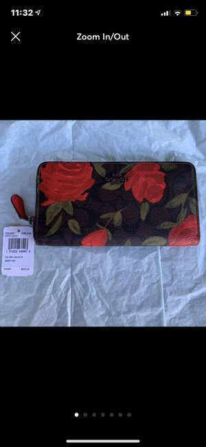 COACH ROSE FLORAL Wallet NEW for Sale in Signal Hill, CA