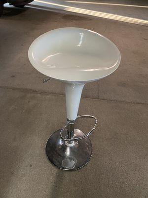 White swivel bar stool for Sale in Lakewood, CA