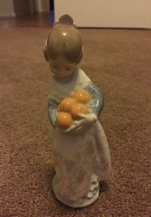 """Lladro Girl From Valencia with Basket of Oranges 7"""" Figurine for Sale in Peoria, AZ"""