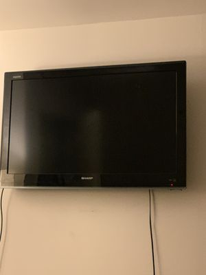 32 inch Sharp Aquos TV for Sale in New York, NY