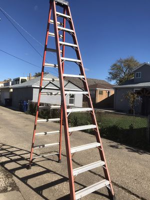 Louisville 12 foot Fiberglass Ladder. Great shape!! for Sale in Cicero, IL