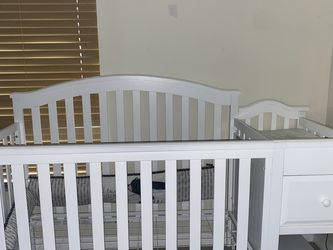 Nursery Crib Bed $30 for Sale in Cape Coral,  FL