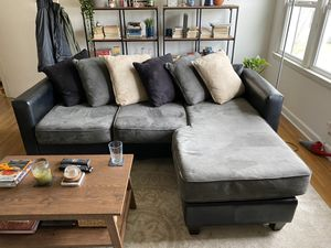 Couch/sectional with chaise for Sale in Memphis, TN