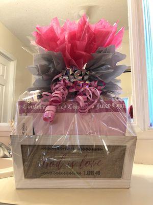 Makeup basket for sale.. this basket includes.. eyeshadow palette,lipsticks,brushes, blended sponge ,eyelashes and a makeup storage bag..!!! for Sale in Tampa, FL