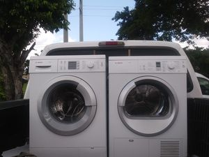 """Like new BOSCH """"24"""" inch COMPACT front load washer and VENTLESS dryer set for Sale in Miami, FL"""