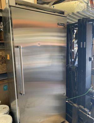 "36"" Viking refrigerator/ freezer for Sale in Riverside, CA"