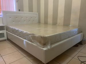 Bed frame for Sale in Coral Gables, FL