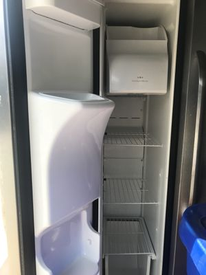 Side by side Frigidaire . Ice maker and water system - 6 years old for Sale in Poway, CA
