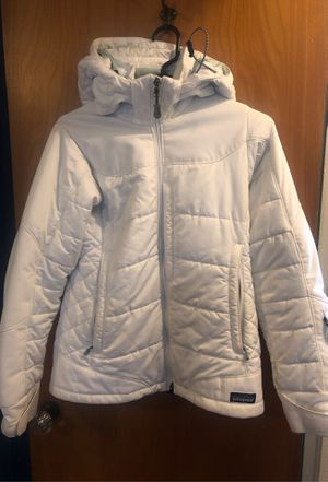 WHITE PATAGONIA WINTER JACKET XS for Sale in Chicago, IL