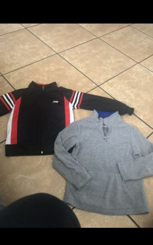 2 Boys sweaters in good condition size 6/7 asking $3 FIRM