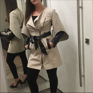Bebe trench coat size s/p. Leather belt and inserts, like new. for Sale in Troutdale, OR