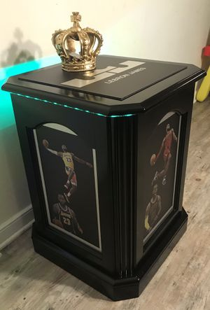 LEBRON 3 TEAM LED LIT FURNITURE DISPLAY for Sale in Richmond, VA