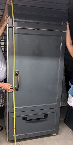 Sub-Zero Refrigerator/Freezer on Bottom for Sale in Bellevue, WA