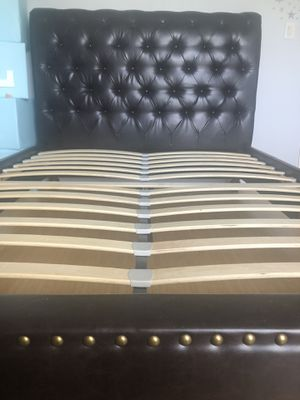 Bed frame with bed base without mattress for Sale in Brownsville, TX