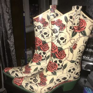 Womens Rain boots (Brand:Nomad) Size 10 for Sale in Stratford, CT