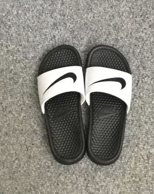 Slides size 8 for Sale in Sterling Heights, MI