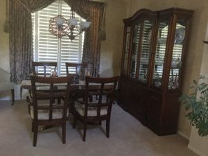 China cabinet hutch - mahogany for Sale in Henderson, NV