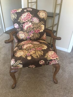 BEAUTIFUL ANTIQUE CHAIR! for Sale in Duncan, SC