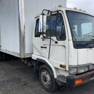 1999 UD 2300LP, 123k miles, manual transmission with airbrakes, 25ft box for Sale in Byron, CA