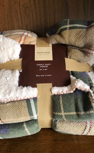 Simply soft throw blanket for Sale in Costa Mesa, CA