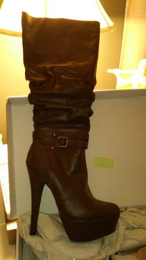 Thigh high leather boots beautiful never worn size 9 for Sale in Port Richey, FL