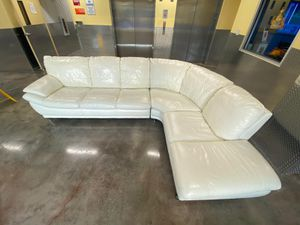 White sectional couch for Sale in HALNDLE BCH, FL