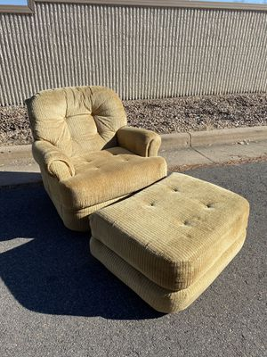 Retro/vintage swivel reading chair w/ottoman // FREE DELIVERY for Sale in Wheat Ridge, CO