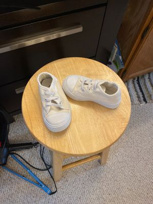 Free white canvas toddler shoe for Sale in MONTGMRY, IL