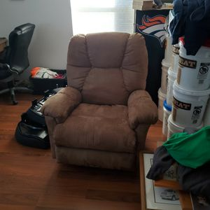 Like New Recliner for Sale in Cashmere, WA