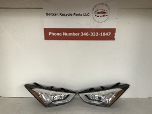 2013 2016 Hyundai Santa Fe right and left headlight for Sale in Houston, TX