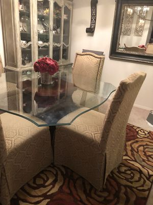 Dining room table 4 chair for Sale in Annandale, VA